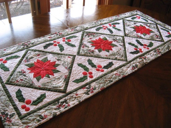 Make A Cheerful Poinsettia Table Topper Quilting Digest