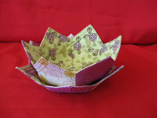 Scrappy Lily Bowl and Plate Pattern
