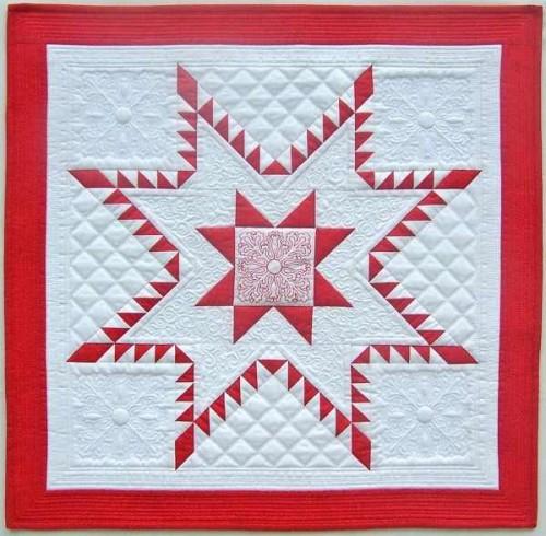 Quilt Patterns Strata Star : Aurora Feathered Star Mini Quilt - Quilting Digest