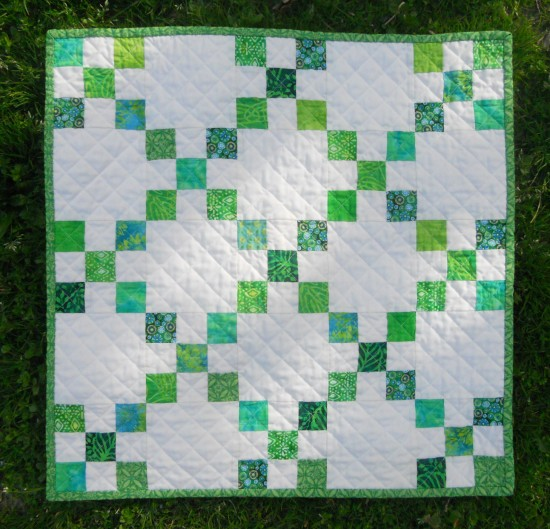 This Mini Single Irish Chain Quilt Is Fresh And Fun