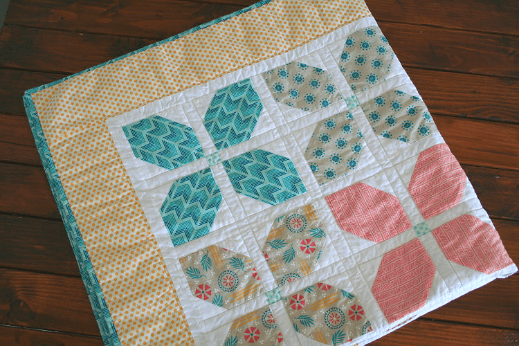 This Simple Flower Quilt Is So Charming Quilting Digest