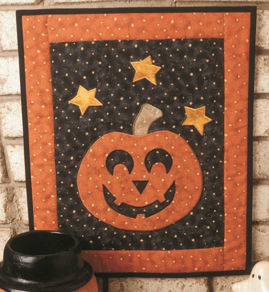 A happy jack o 39 lantern quilt for your front door for Red door design quilts