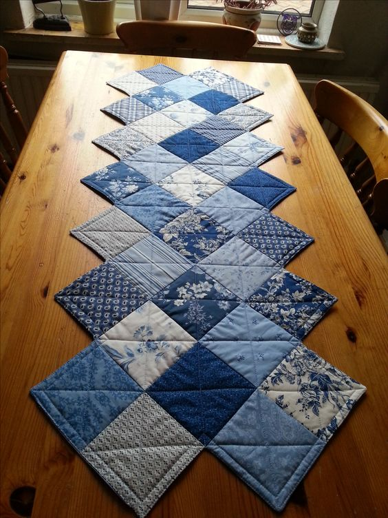 This Zig Zag Runner Is So Easy To Make Quilting Digest