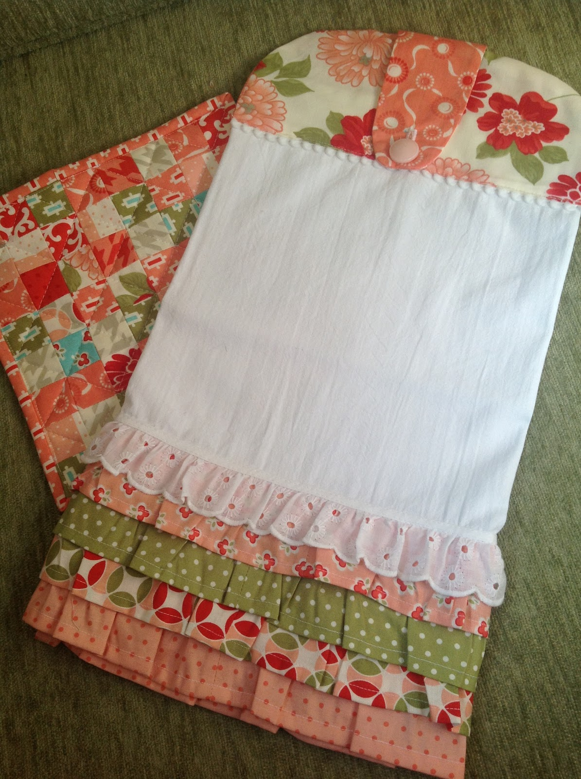 Kitchen Towel and Potholder Sets Are Great Gifts - Quilting Digest