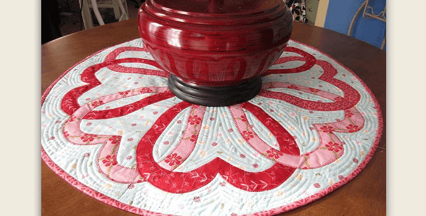 Quilted Round Table Toppers.Hearts Entwine Around This Topper Quilting Digest