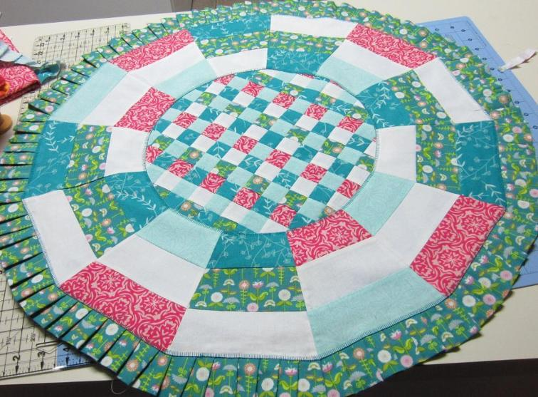 A ruffle dresses up this table topper quilting digest for Round table runner quilt pattern