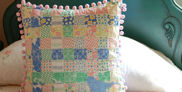 http://www.modabakeshop.com/2009/06/sweet-n-shabby-woven-pillow-cover.html