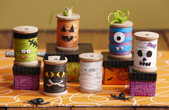 Cute DIY Spool Ghouls for the Spooky Season