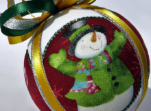 """Circle Picture Window"" Kimekomi Christmas Ornament Pattern"