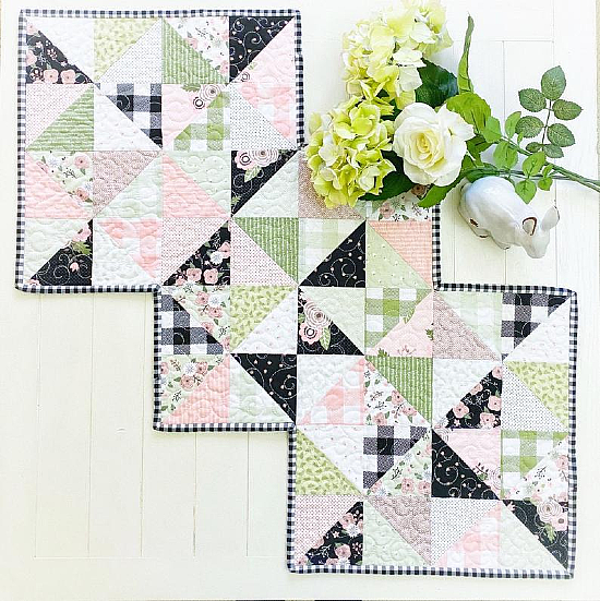 Rhapsody Whirl Table Runner Pattern