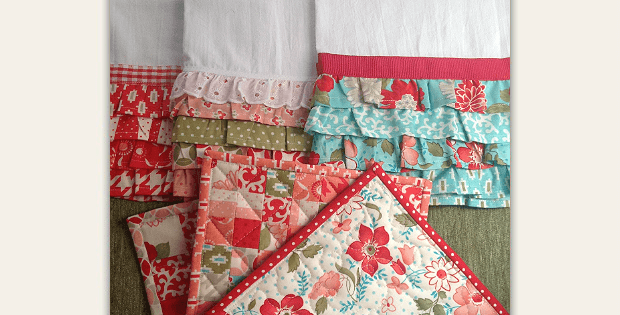 Ruffled Kitchen Towels and Pot Holders