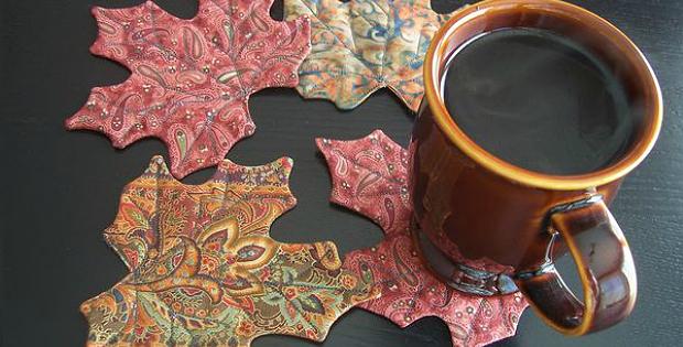 Maple Leaf Mug Rugs Pattern