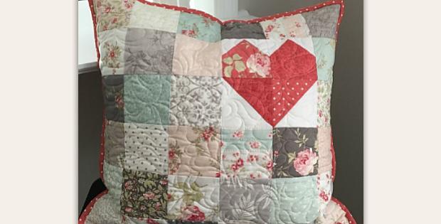 Patchwork Pillow Love Pattern